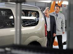 Владимир Путин осматривает конвейер ОАО «АвтоВАЗ» в Тольятти