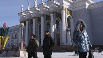 Кинотеатр в центре Караганды, Казахстан