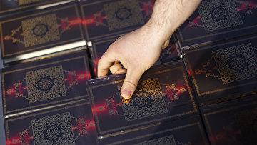 Раздача Корана на Потсдамер-платц в Берлине