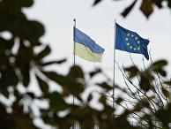Флаги Украины и Европейского союза на одной из улиц Киева