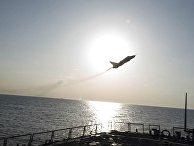 Российский Су-24 над американским эсминцем USS Donald Cook