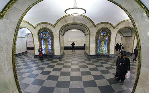 """Станция Кольцевой линии Московского метрополитена """"Новослободская"""""""