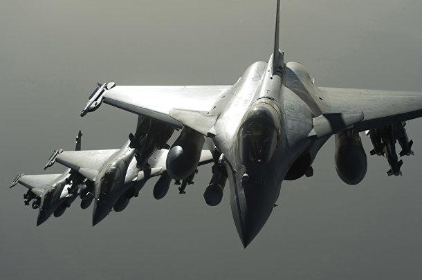 Французские истребители Дассо «Рафаль» направляются в Сирию для нанесения ударов по позициям боевиков «Исламского государства» (запрещена в РФ)