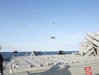Российские Су-24 над американским эсминцем «Донульд Кук»