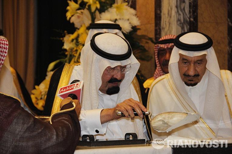 Король Саудовской Аравии Абдалла бен Абдель Азиз заложил камень в фундамент нового расширения главной мусульманской святыни в Мекке