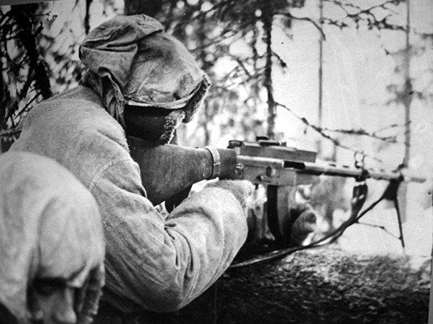 Финский солдат с пулемётом Lahti‑Saloranta M‑26