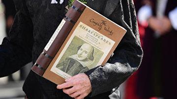 Парад в честь 400-летия со дня смерти Уильяма Шекспира в городе Стратфорд-на-Эйвоне в Англии