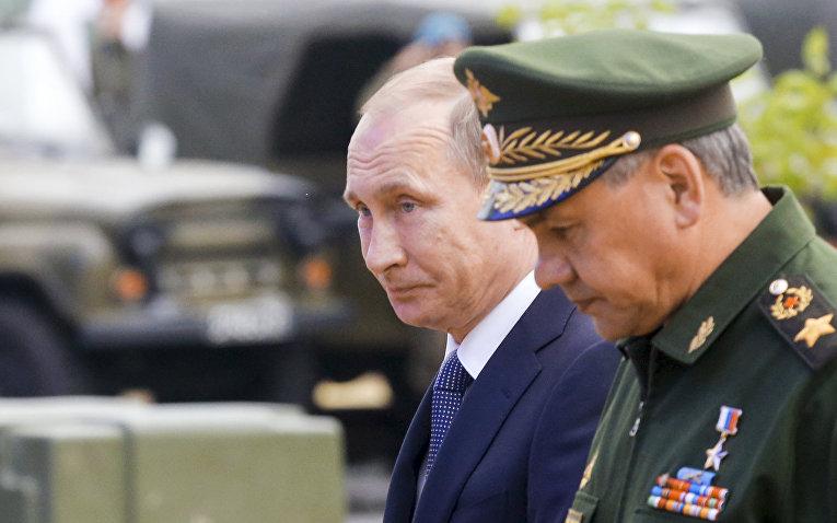 Владимир Путин и Сергей Шойгу на форуме «Армия-2015»