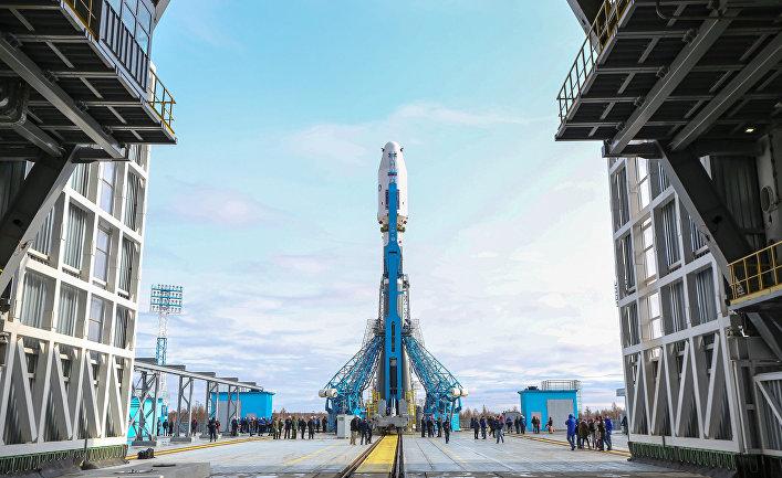 Вывоз ракеты «Союз-2.1а» с космическими аппаратами на стартовую площадку космодрома «Восточный»
