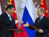 Владимир Путин и Си Цзиньпин после подписания документов в Кремле