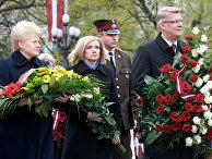 Президент Литвы Даля Грибаускайте и президент Латвии Валдис Затлерс со своей женой