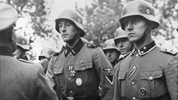 Солдаты Ваффен-СС получают награды, 1940 год