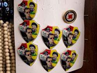 Значки с портретами лидера «Хезболлы» Шейха Хасана Насраллы, президента Сирии Башара Асада и его отца Хафеза Асада