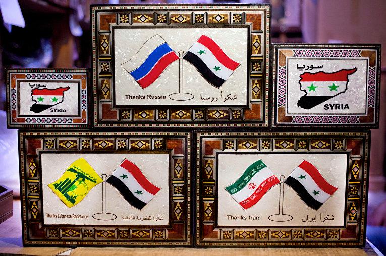 Традиционные деревянные коробочки в сувенирном магазине в Дамаске