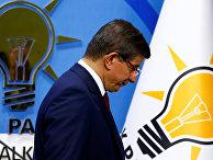 Премьер-министр Турции Ахмет Давутоглу на пресс-конференции
