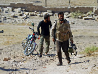 Сирийские повстанцы в городе Кафр-Набуда в провинции Хама