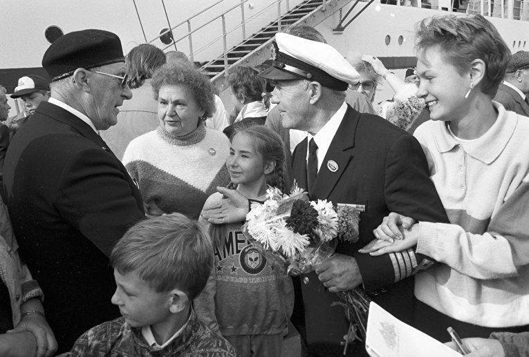 """Встреча участников юбилейного конвоя """"Северный конвой """"Дервиш-91"""" - моряков Советского Союза, США и Англии, 50 лет назад ходивших в арктические рейсы"""
