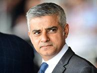 Новый мэр Лондона Садик Хан во время церемонии дня памяти жертв Холокоста в Лондоне