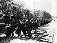 Великая Отечественная война 1941-1945 годов. Город Харбин, 1945 год. Пленные японцы на улицах города
