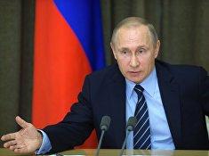 Президент России Владимир Путин проводит совещание с военными в резиденции «Бочаров ручей» в Сочи