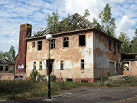 Разрушенный дом в Борне-Сулиново