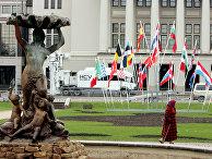 Флаги стран НАТО у здания Национальной оперы в Риге