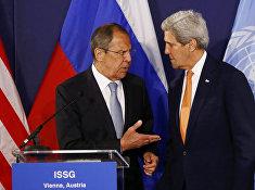 Глава МИД РФ Сергей Лавров и госсекретарь США Джон Керри во время переговоров по Сирии в Вене, Австрия