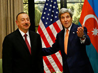 Президент Азербайджана Ильхам Алиев и Госсекретарь США Джон Керри во время встречи в Вене
