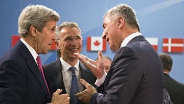 Премьер-министр Черногории Мило Джуканович, госсекретарь США Джон Керри и генеральный секретарь НАТО Йенс Столтенберг
