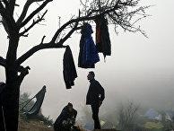 Мигранты во временном лагере на греческо-македонской границе в районе деревни Идомени, Греция