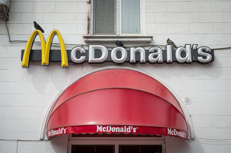 Сеть ресторанов быстрого питания McDonald's приостановила работу в Крыму