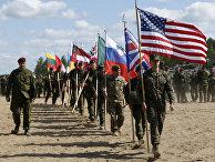 Солдаты из стран НАТО на открытии учений Saber Strike 2015 в Пабраде, Литва