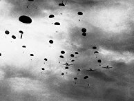 Немецкие парашютисты десантируются на Коринфский перешеек