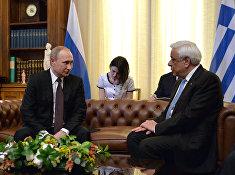 Президент России Владимир Путин и президент Греческой Республики Прокопис Павлопулос во время встречи в Афинах