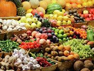 Прилавок с фруктами на рынке