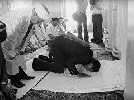 Мухаммед Али посетил святыни в Узбекистане