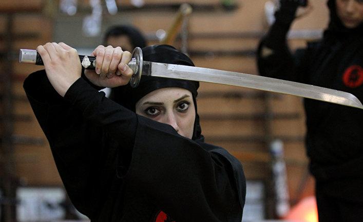 Иранские женщины демонстрирует свои навыки Ниндзюцу