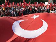 Протестующие против голосования в бундестаге о признании геноцида армян в Османской империи в Берлине