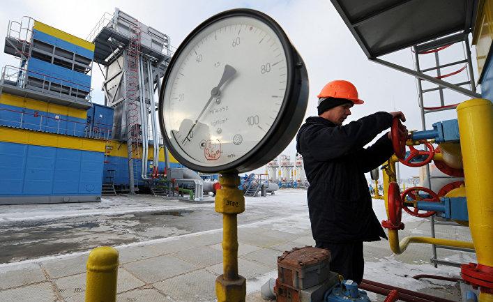 Работник «Нафтогаза» на газокомпрессорной станции «Бобровницкая»