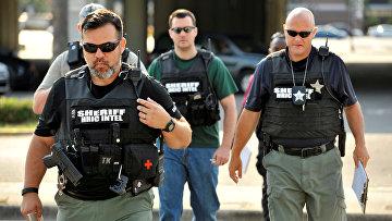 Полицейские прибыли в штаб-квартиру полиции Орландо в ходе расследования стрельбы в ночном клубе Pulse