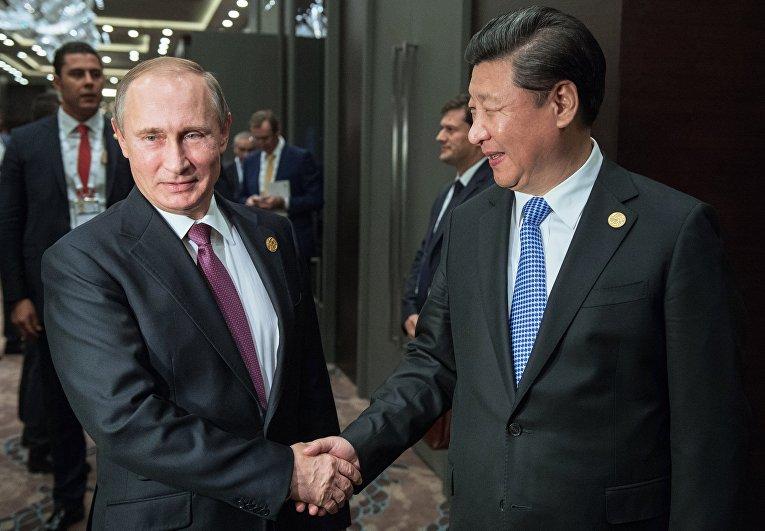 """Президент России Владимир Путин и председатель Китайской Народной Республики (КНР) Си Цзиньпин во время встречи на полях саммита """"Группы двадцати"""" (G20)"""