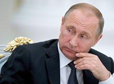 Президент России Владимир Путин во время встречи с участниками Общероссийского исторического собрания