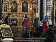 Акция «панк-молебен» арт-группы Pussy Riot в храме Христа Спасителя