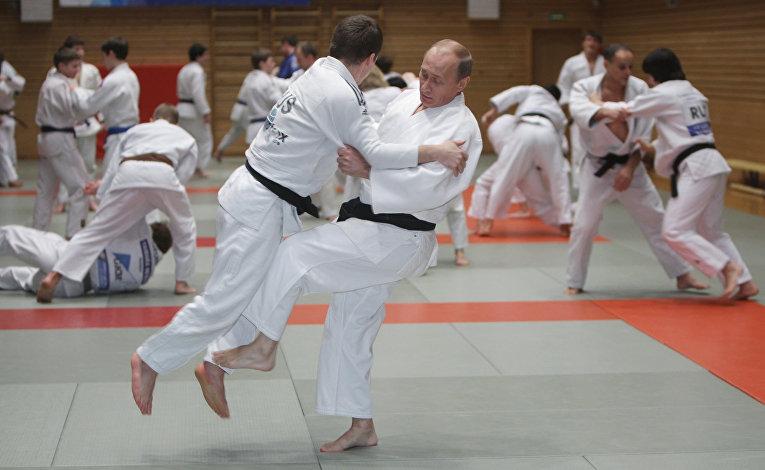 Премьер-министр РФ Владимир Путин провел тренировку по дзюдо в Школе высшего спортивного мастерства в Санкт-Петербурге