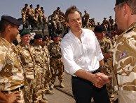 Премьер-министр Великобритании Тони Блэр во время посещения британских военных на юге Ирака