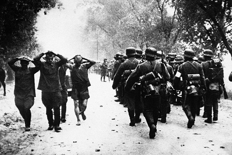Пленные русские в самом начале военных действий между Германией и Россией