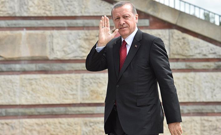 Президент Турции Реджеп Тайип Эрдоган перед началом саммита НАТО в Варшаве
