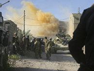 Дым поднимается после авиаудара по позициям ИГИЛ в Эль-Фаллудже, Ирак