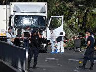 Криминалисты и полицейские исследуют грузовик террориста на английской набережной
