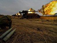 Батарея самоходных артиллерийских установок 2С5 «Гиацинт» во время стрельбы на комплексной тренировке